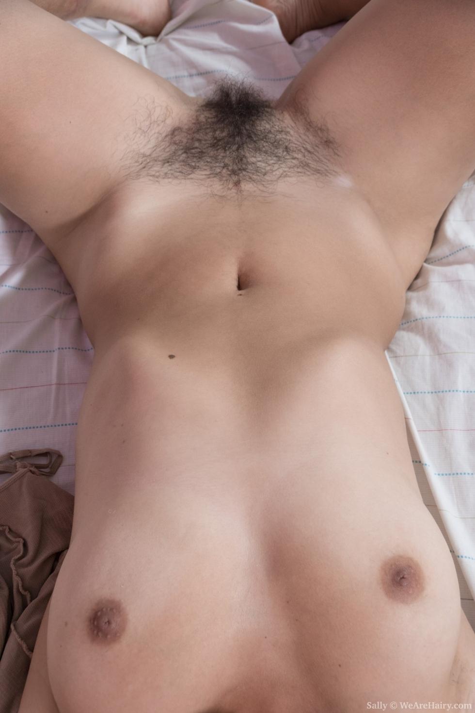 Shivali masturbates with her new black vibrator 2